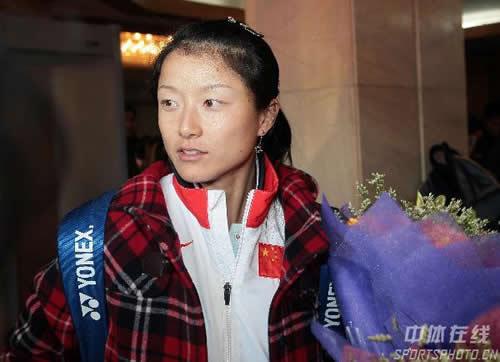 图文:中国亚运代表团抵京 网球队晏紫载誉归来