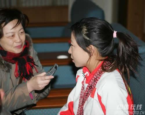 图文:中国亚运代表团抵京 郑洁接受媒体采访