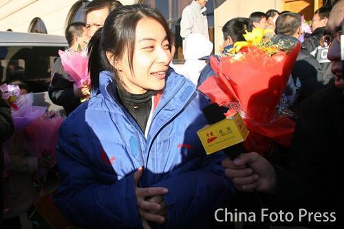 图文:中国亚运代表团抵京 郭晶晶接受媒体采访