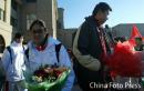 图文:中国亚运代表团抵京 王治郅(右)与隋菲菲