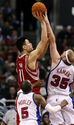NBA图:火箭客场挑战快船  姚明卡曼双雄争霸