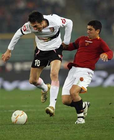 图文:罗马4-0巴勒莫 啊求求你你别摸我