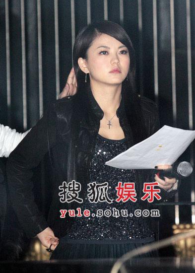 李湘离婚后发福惊现双下巴 迷上全黑装扮(图)