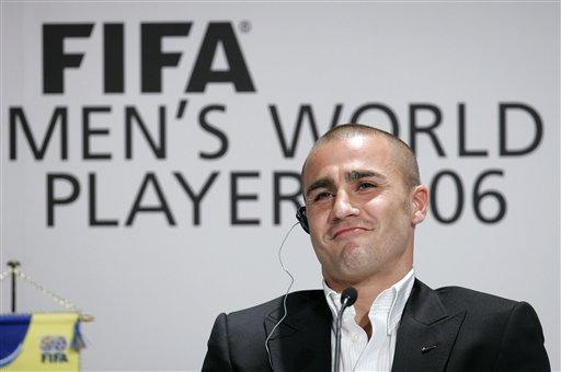 图文:国际足联颁奖典礼 卡纳瓦罗一脸轻松