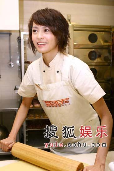 梁咏琪台北学做甜甜圈 要过甜蜜单身圣诞(图)