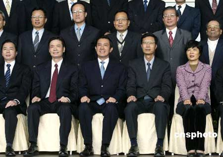 马英九率台北市府官员总辞 称打完8年美好仗