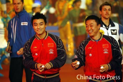 图文:国球大典乒乓嘉年华 王皓和马琳出席晚会
