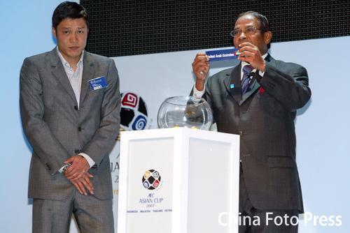 图文:亚洲杯抽签中国C组战伊朗