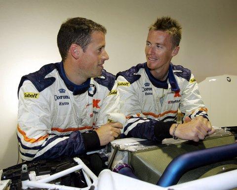 图文:2007年达喀尔拉力赛试车 车手间的交流