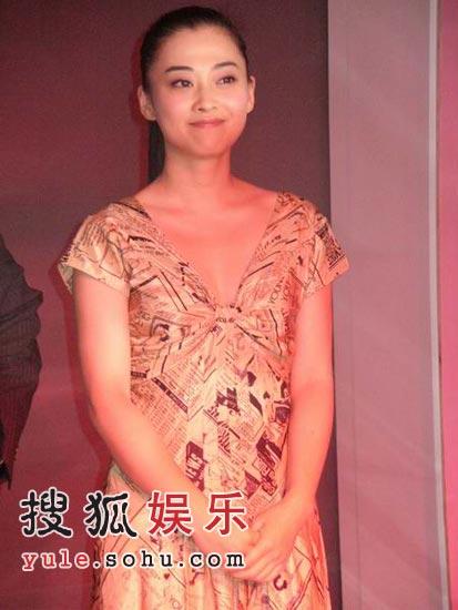 梅婷上海现身匆匆离场 绯闻缠身拒绝媒体采访