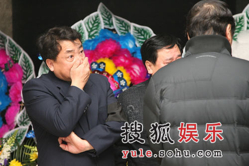 姜昆刘伟冯巩出席吊唁会 众人痛哭悲痛难忍(图)