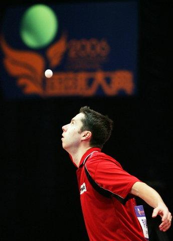 图文:世界乒乓球总冠军赛次日 萨姆索诺夫在比赛中