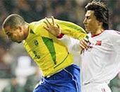 黄种人不适合踢足球?