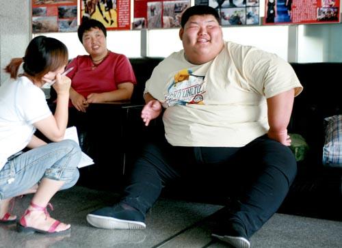世界上最胖的人1400斤_中国最胖的人减掉150斤