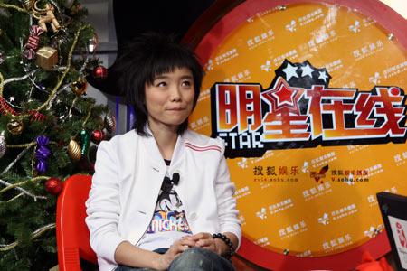 许飞不受绯闻男友影响 做客搜狐现场表演话剧