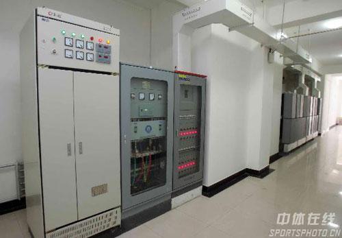 图文:长春亚冬会速滑馆 比赛场的供电设施