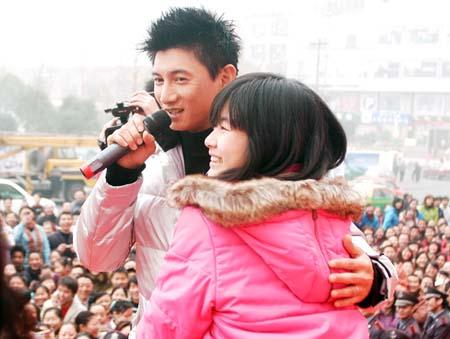 吴奇隆夫妇不度蜜月 称爱情是小工作重要(图)