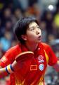 图文:中国女队击败世界联队 李晓霞比赛中发球