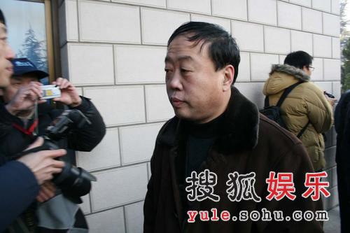 图:李建华出席追悼会 痛悼马老