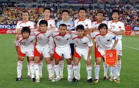 资料图文-中国男足国家队 首发11大将虎虎生威