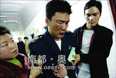 医院保安与人发生争执 被10余人拖到山上群欧