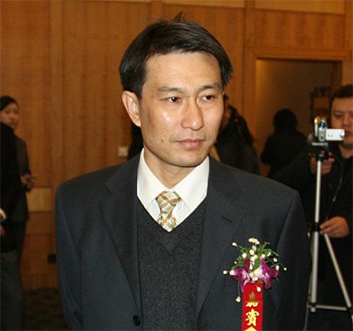 图文:搜狐签约六城会 武汉体育局副局长陈林祥