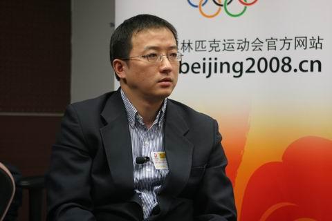 图文:水立方专家做客搜狐 设计师胡小明沉思