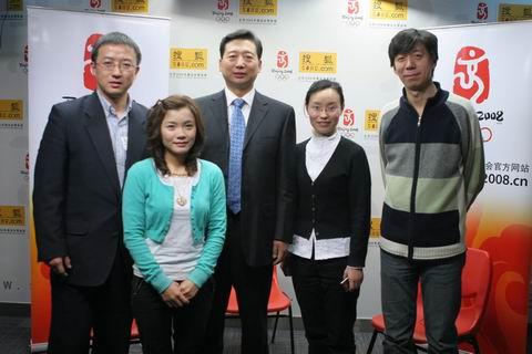 图文:水立方专家做客搜狐 结束访谈众人合影