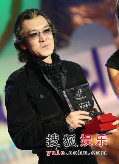 图:李咏在舞台上
