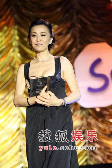 图:刘嘉玲在台上