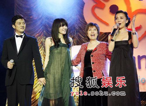 图:刘嘉玲在台上发言