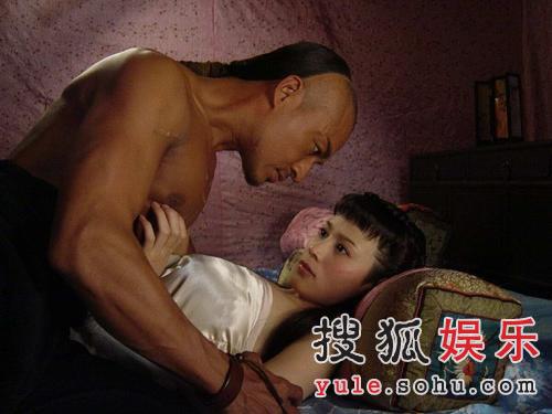 影片中大胆床戏赤裸肉搏图 搜狐广