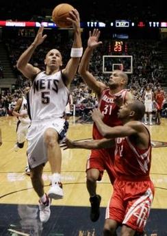 NBA:火箭客场对阵网队 基德白猿献桃