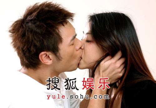 舌吻湿吻羞涩吻 看06各路明星大秀吻技(组图)