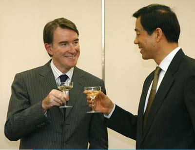 2006年中国成反倾销重灾区 曲线出口遭双重压力
