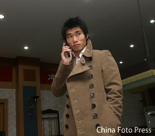 图文:鲁能宣布郑智正式加盟英超 打电话给朋友