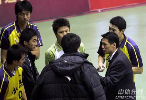 图文:男排联赛北京3-2浙江 浙江主教练王贺兵