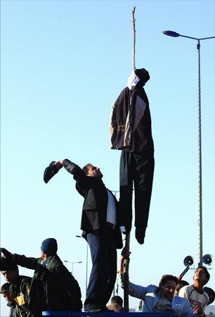 驻伊美军保护萨达姆遗体防鞭尸 身家剩60万美元
