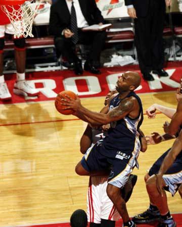 NBA图:常规赛火箭胜灰熊 阿特金斯快攻上篮
