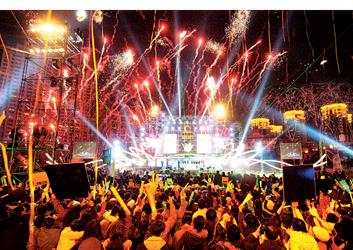 上海市民欢笑声中迎来新年(图)图片