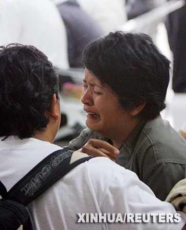印尼客机失事90人罹难 死者亲属悲痛万分(组图)