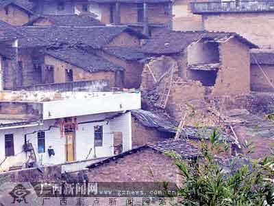 广西一自然村爆破后地陷 257人凌晨撤离(组图)