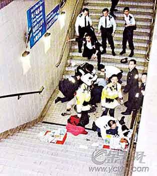 双面港警涉嫌枪杀警察 50名证人将出庭作供(图)