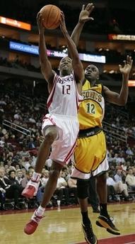 NBA图:火箭对阵超音速 阿尔斯通上篮