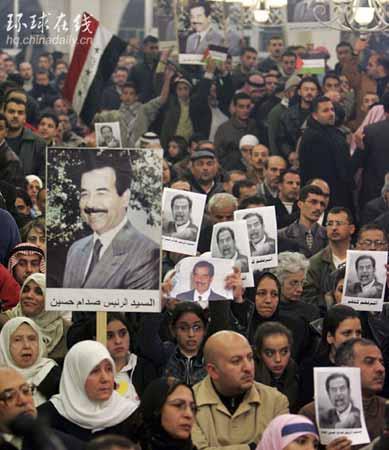 图文:约旦民众继续上街抗议萨达姆被处死
