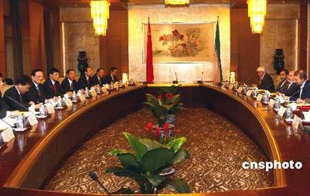 组图:唐家璇与伊朗总统特使拉里贾尼在京会谈