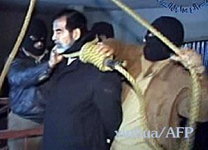 """萨达姆被判死刑后作""""绝笔诗""""《解脱》(组图)"""