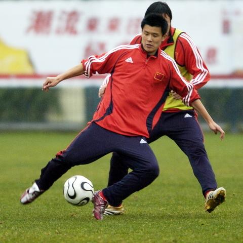 图文:中国国家队昆明集训 于涛在训练中