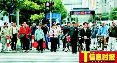 广州禁摩后15万人转骑自行车 凸现车道规划问题