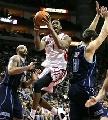 NBA图:常规赛火箭VS爵士 麦迪杀入内线